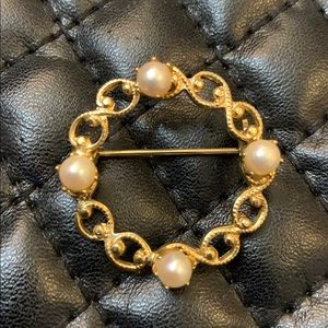 Vintage Gold Faux Pearl Circle Brooch